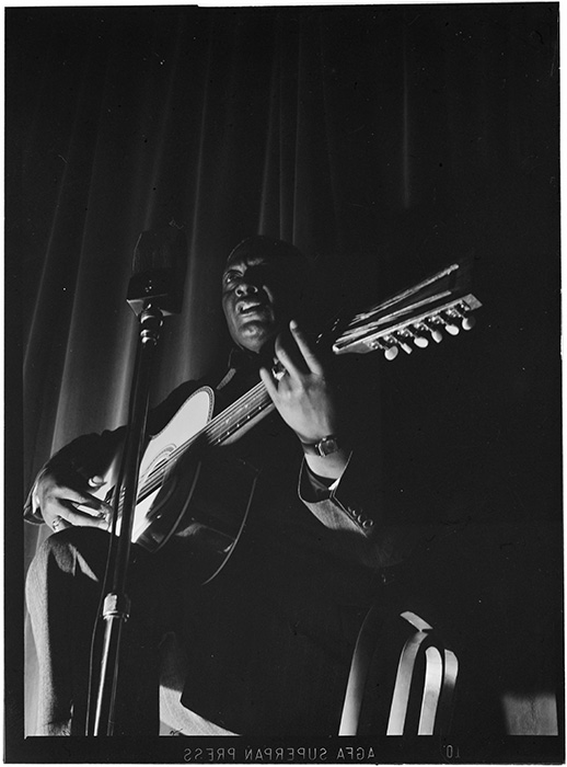 Photo by William Gottlieb, courtesy Smithsonian Folkways and Library of Congress.