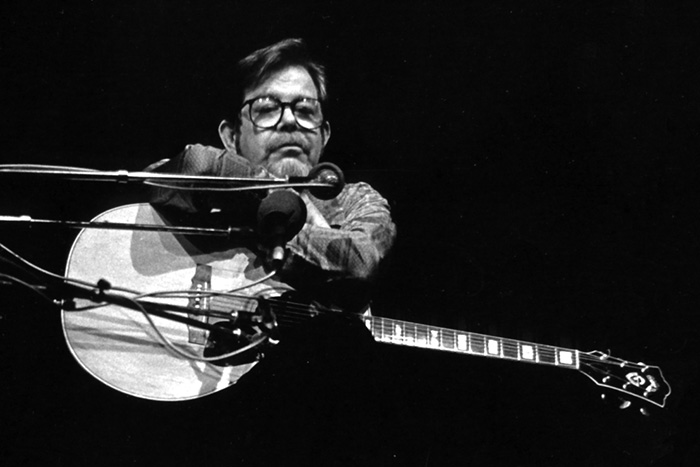 Dave Van Ronk performing late in career (exact year unknown). Photo courtesy Andrea Vuocolo.