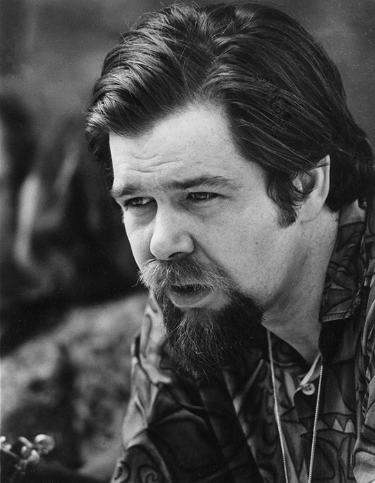 Dave Van Ronk at the 1968 Philadelphia Folk Festival. Photo by Diana Davies, courtesy of the Ralph Rinzler Folklife Archives and Collections, Smithsonian Institution.