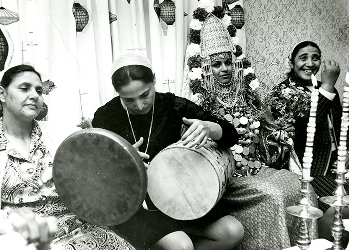 Photo by Avner Bahat. Courtesy of the Ralph Rinzler Folklife Archives and Collections.